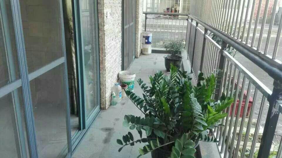 玉龙湾四房138平加带一个大露台只要95万