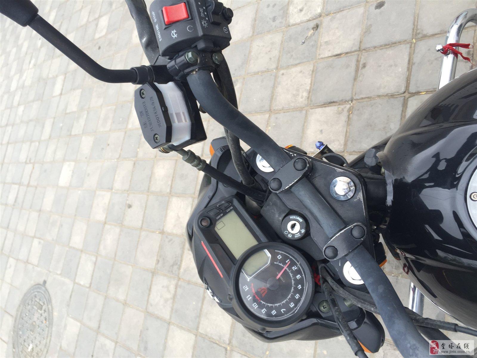 钱江畅跑125摩托车出售,行驶1.3万公里…还装的疝气灯,双响防盗器,高档后备箱…九成新,价格面议.