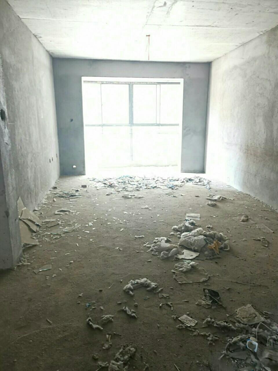 新公安局西侧3室2厅1卫70万元有证