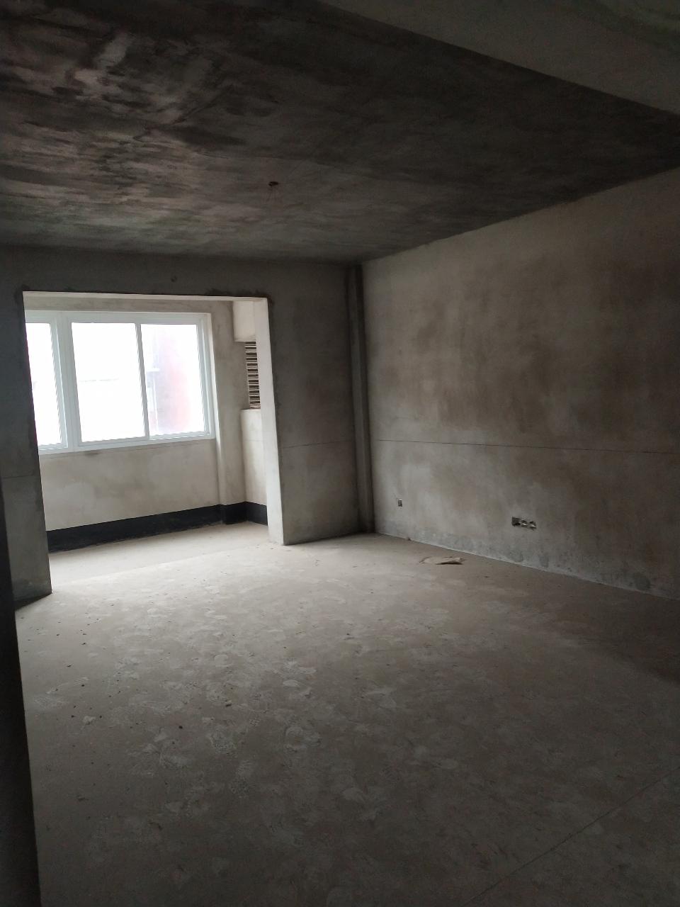港湾新城3室 2厅 2卫58万元
