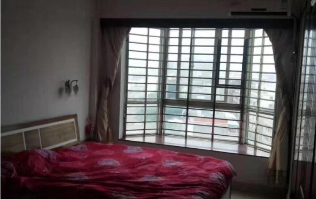 三远江滨花园 4室 2厅 2卫130万元