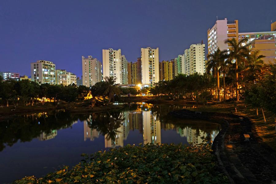 海南医学院的校园夜景