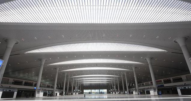 """乌鲁木齐高铁站是新疆高铁综合交通枢纽标志性工程,也是""""丝绸之路经济"""