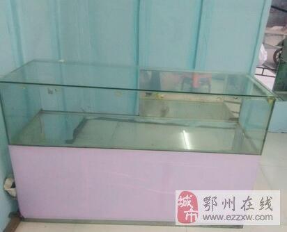 出售两个展示柜