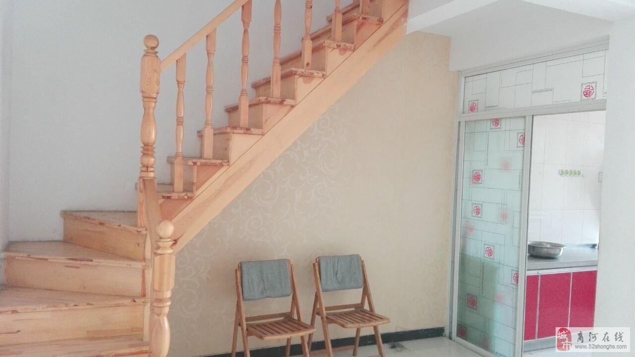 带阁楼房子精装修的效果图