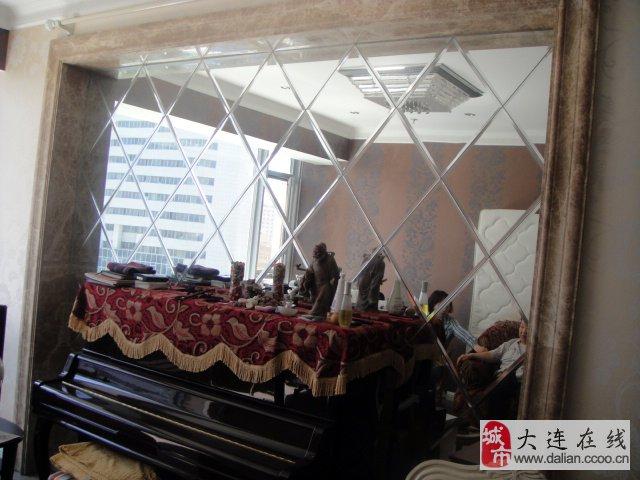 1.大理石边框,菱形镜背景墙:2.8米.x2.3米.,每块菱形镜37cmx37cm.