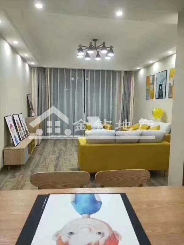 天成名都85.2万3室3厅1卫精装修适合投资和人多的家庭