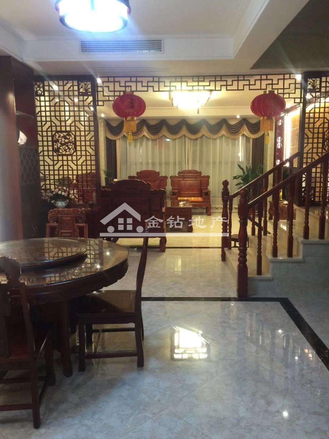 枫叶花园别墅239万7室3厅3卫豪华装修超好的地段,住家舒适!