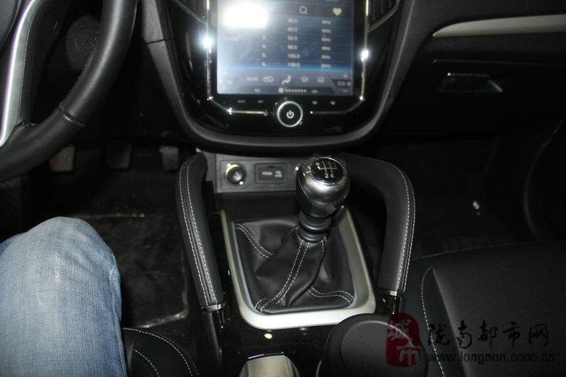 汽车首页 商品列表 03 众泰sr7   12英寸的超大中央显示屏真的超