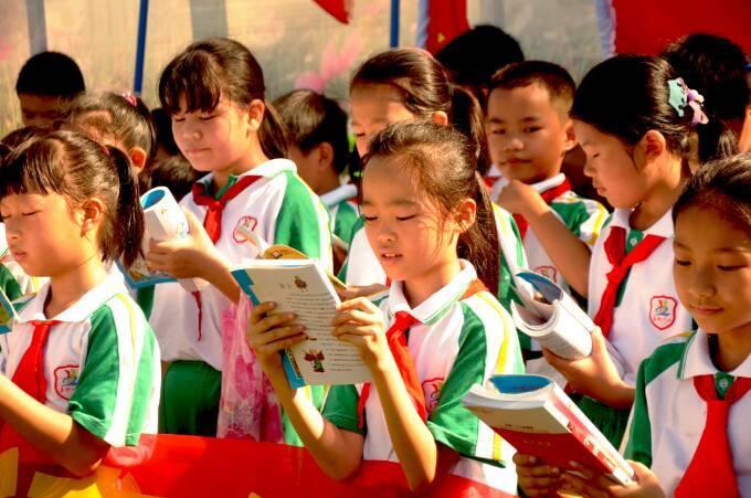 嘉积镇第一小学创建文明城市之龙寿洋田园读书活动