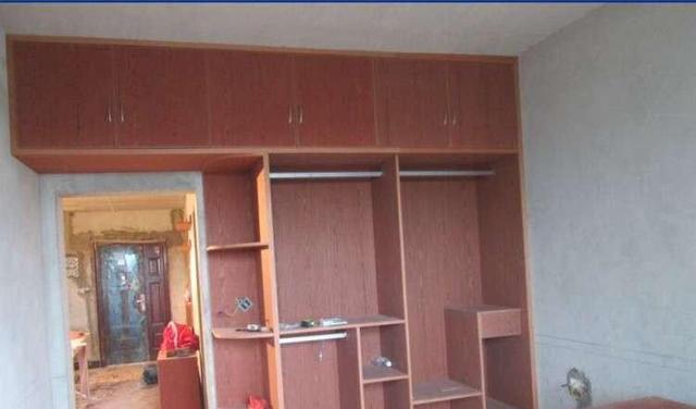 装修中整体定制衣柜与木工自制衣柜的区别