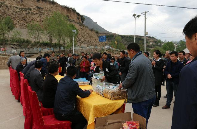 定西市科协、老科协送科技文化卫生三下乡活动在漳县新联村举行(组图)