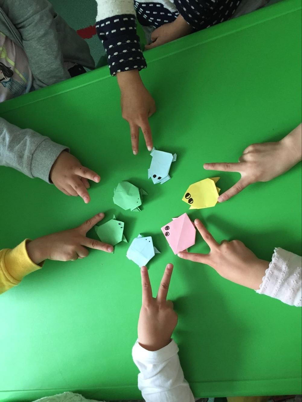 """""""老师,老师,我们什么时候折纸青蛙呀!"""