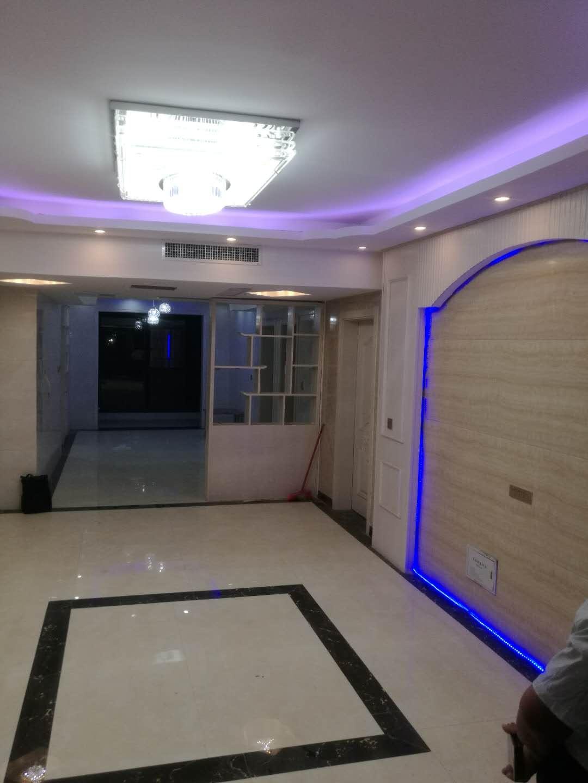 幸福公寓3室 2厅 2卫52万元