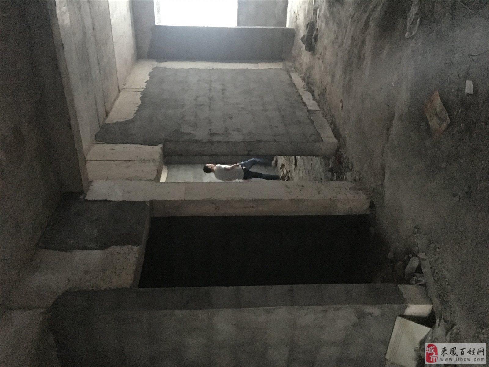 政府后面100米3室 1厅 2卫21.8万元