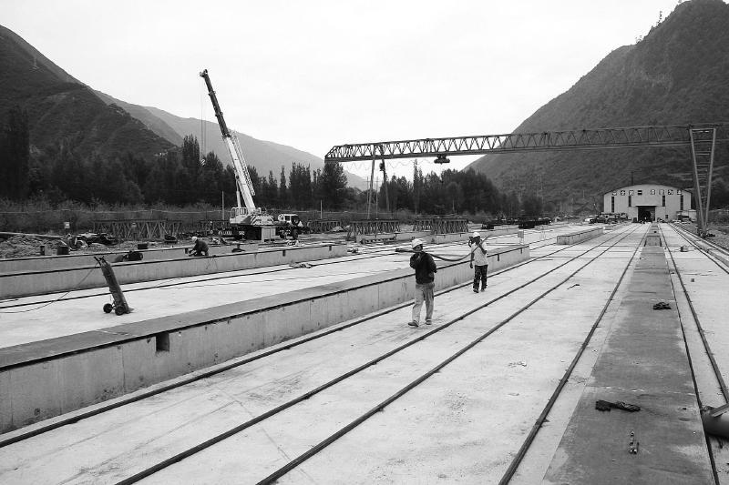 渭武高速公路宕昌县新城子老树川段项目正在紧张施工